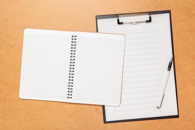 Maquete de design de papel timbrado de vista superior