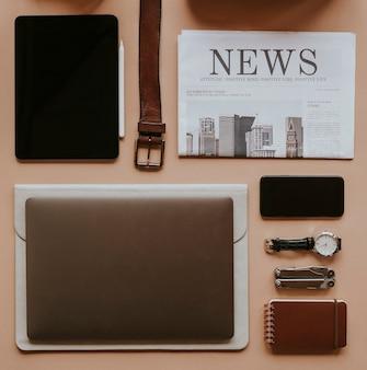 Maquete de dispositivo digital com conjunto essencial diário