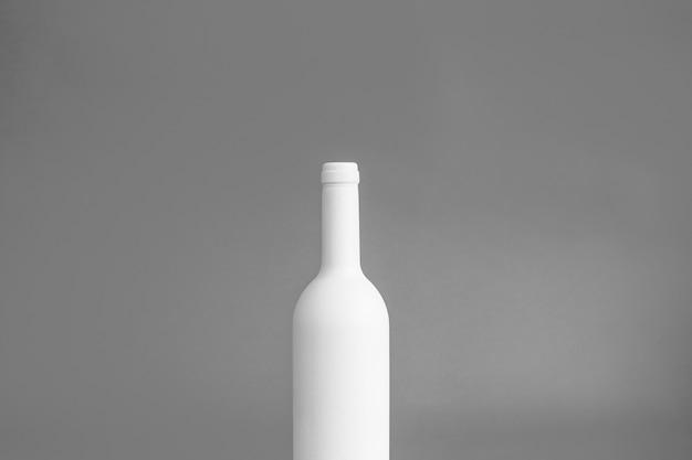 Maquete de garrafa branca