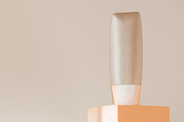 Maquete de garrafa de base no pódio