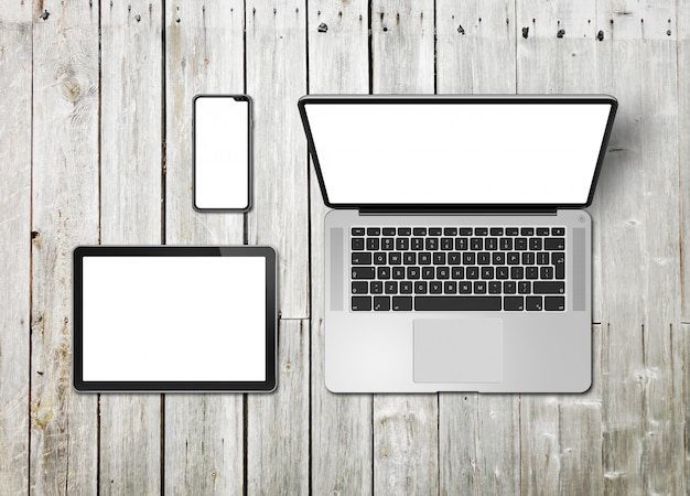 Maquete de laptop, tablet e conjunto de telefone em um fundo de madeira. renderização em 3d