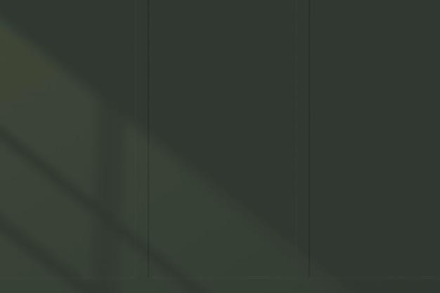 Maquete de parede verde escuro com luz natural