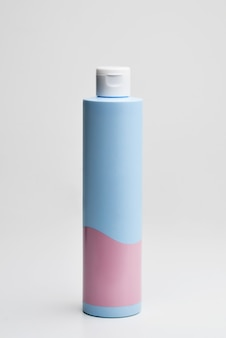Maquete de produto de loção de frasco de maquiagem cosmética de moda beleza com conceito de cuidados de saúde para a pele no fundo branco modelo de marca de produto natural para cuidados da pele
