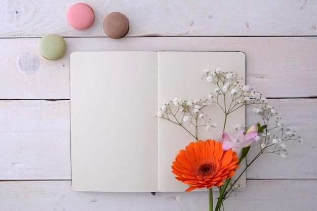 Maquete de quadro de cartaz com flores