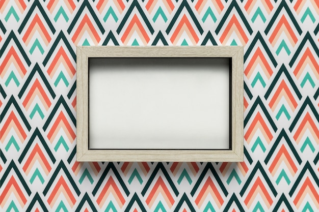 Maquete de quadro em fundo colorido