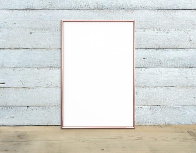 Maquete de quadro vertical a4 de ouro rosa perto de um buquê de lírios fica em uma mesa de madeira