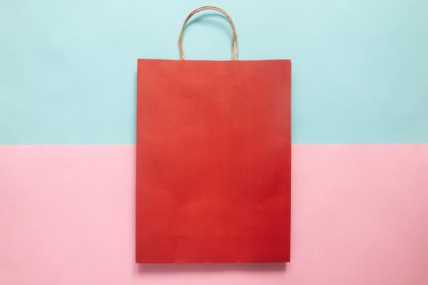 Maquete de sacola de compras de cor vermelha para identidade corporativa e identidade corporativa