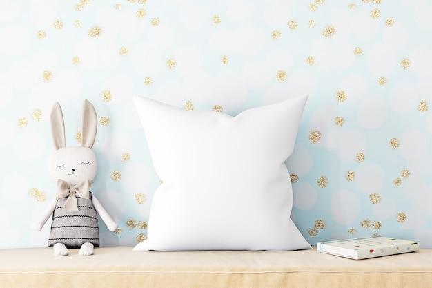 Maquete de travesseiro em fundo azul com lebre de pelúcia