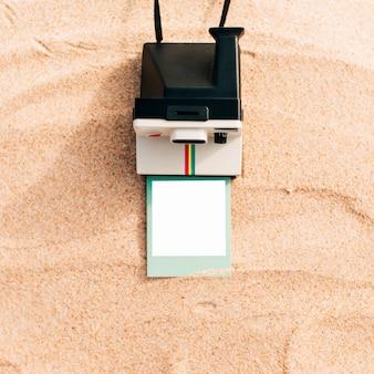 Maquete de uma foto instantânea com câmera