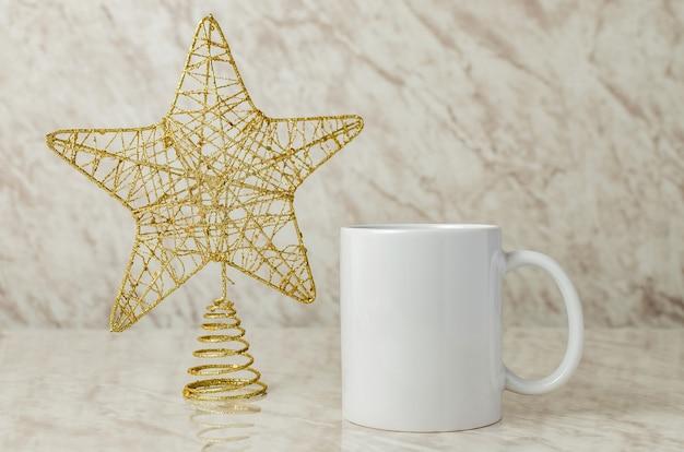 Maquete de xícara de café com decoração de natal maquete de xícara de café