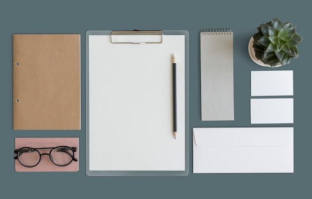 Maquete do espaço de trabalho minimalista