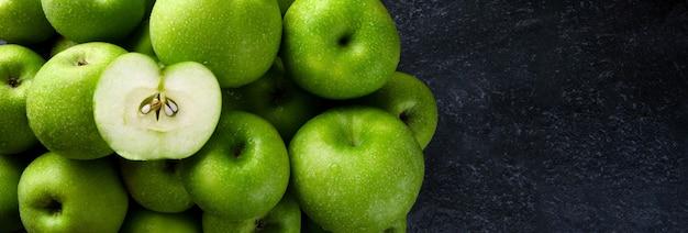 Maquete panorâmica de maçãs verdes com espaço para texto