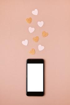 Maquete plana leigos com smartphone e herta. redes sociais, curtindo curtidas
