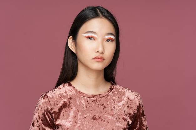 Maquiagem brilhante mulher asiática estilo de vida luxo rosa fundo isolado