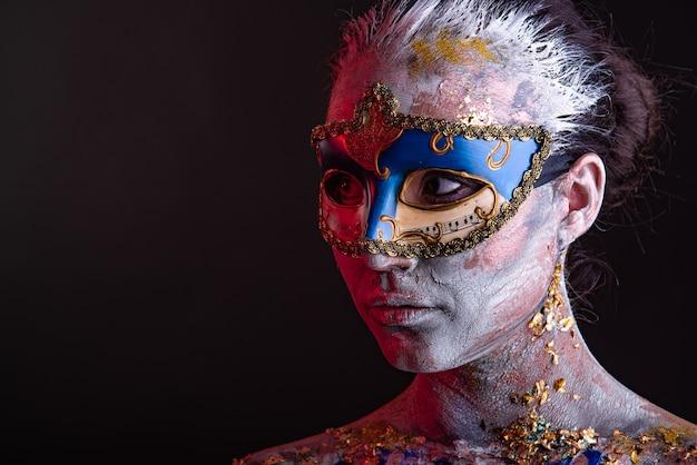 Maquiagem criativa de pódio em estilo veneziano