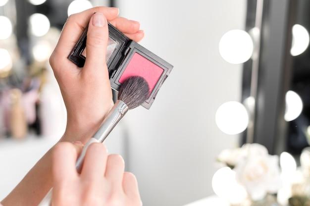 Maquiagem de blush em close-up