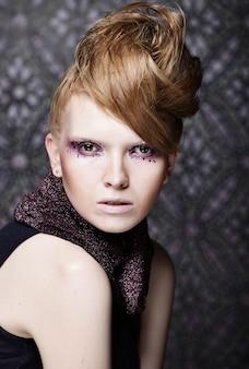 Maquiagem de moda criativa linda.