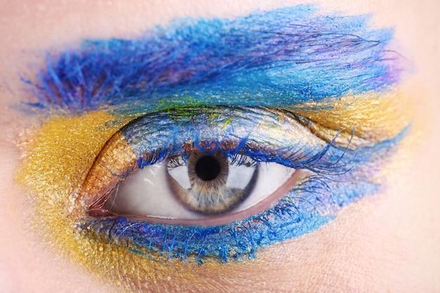 Maquiagem de olhos de alta costura, close-up