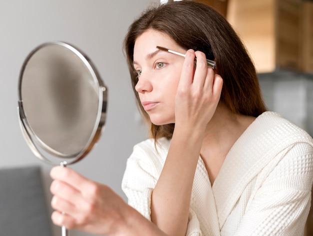 Maquiagem de sobrancelhas