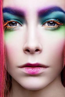 Maquiagem dos olhos. detalhe de maquiagem de férias. cílios postiços