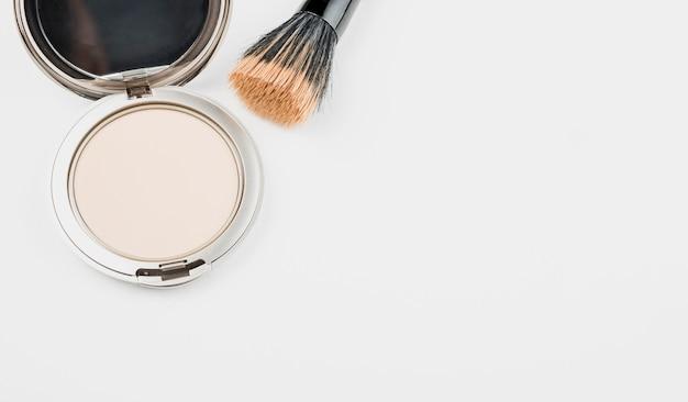 Maquiagem em pó com espaço para texto