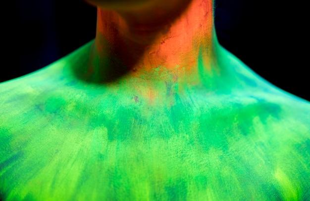 Maquiagem fluorescente colorida de close-up