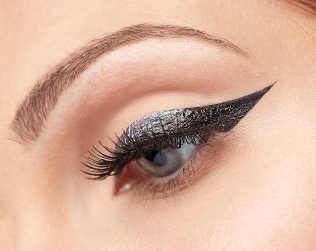 Maquiagem olhos, delineador