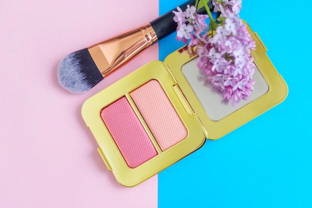 Maquiagem profissional ferramentas blush, flores e pincel