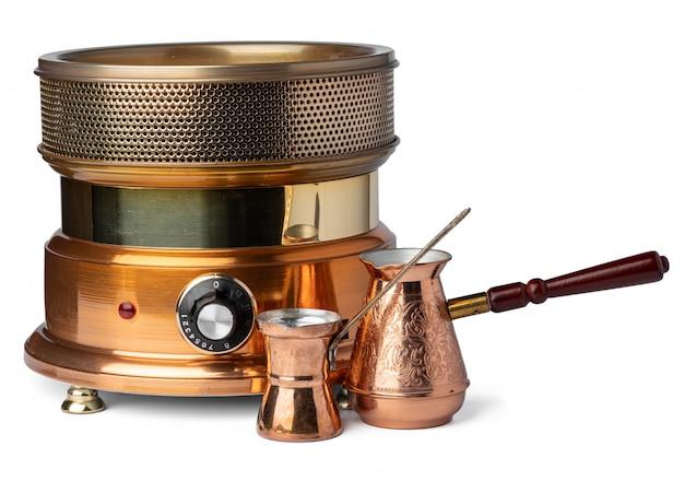 Máquina de café de areia turca isolada no branco
