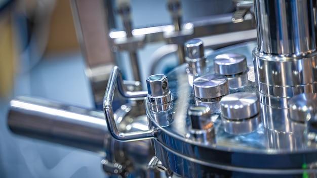 Máquina de centrífuga no laboratório