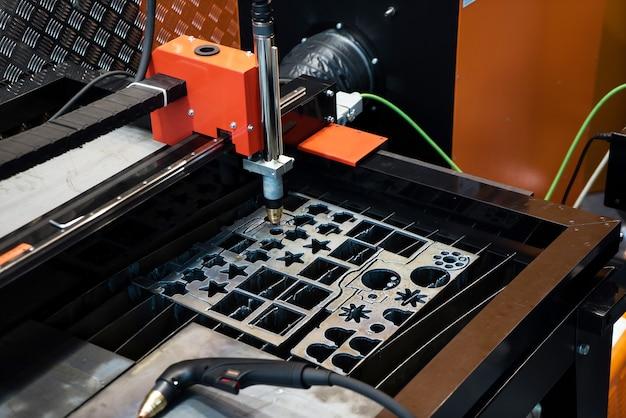 Máquina de corte a laser, closeup de processamento de metal