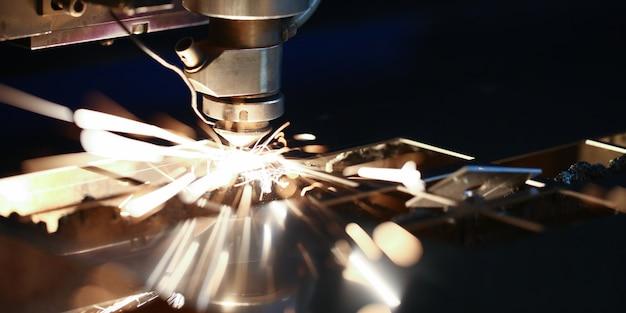 Máquina de corte a laser de metal cnc.
