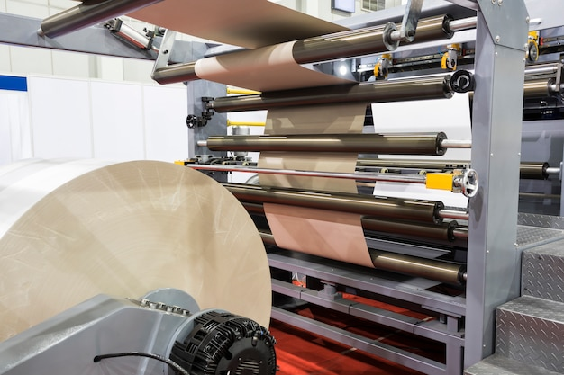 Máquina de corte de papel moderna