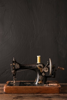 Máquina de costura com fio fino