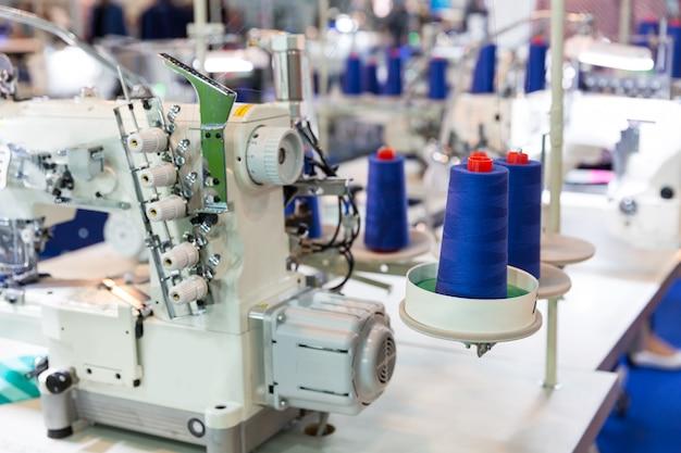 Máquina de costura e tecido, ninguém, fábrica de roupas