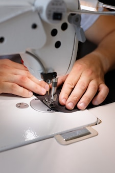 Máquina de costura fechar fluxo de trabalho costura