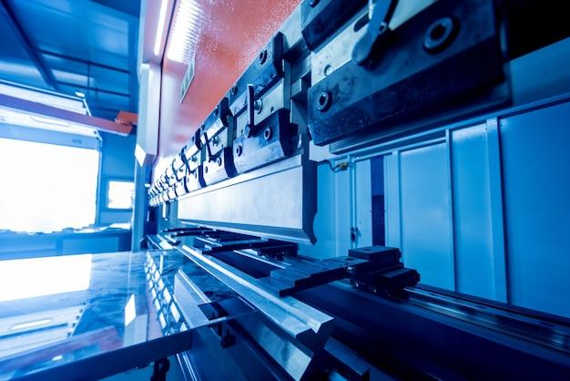 Máquina de dobra hidráulica modren na fábrica de metal