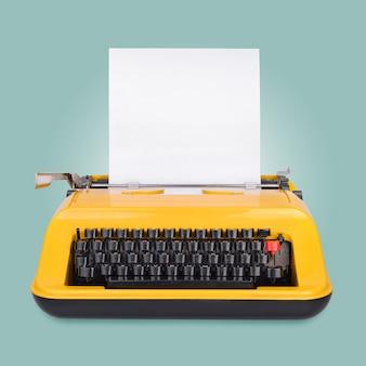 Máquina de escrever amarela com espaço de cópia ou lugar vazio para o seu texto na superfície azul