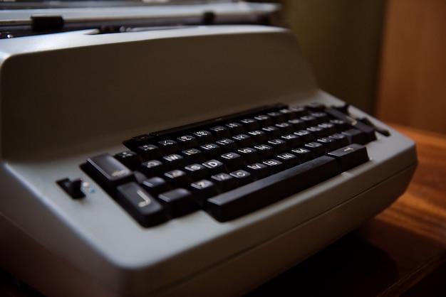 Máquina de escrever antiga. foto do close up da máquina da máquina de escrever vintage.