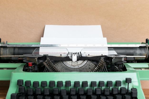 Máquina de escrever antiga. máquina de escrever vintage