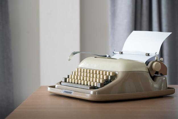 Máquina de escrever estilo retro