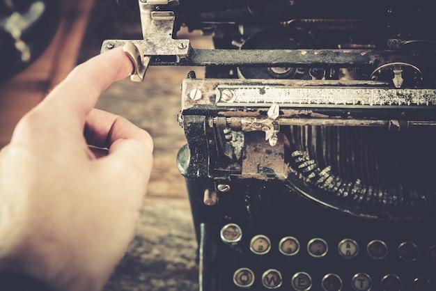 Máquina de escrever na máquina vintage
