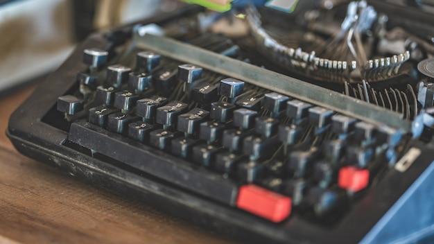 Máquina de escrever preta velha