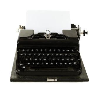 Máquina de escrever russa antiga com papel