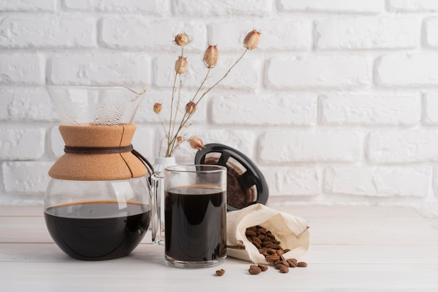 Máquina de fazer café na mesa