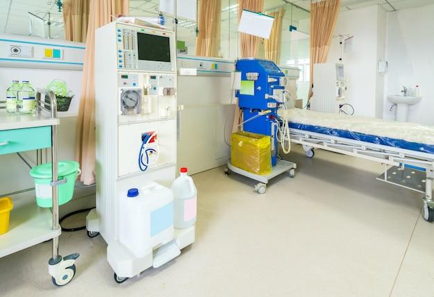 Máquina de hemodiálise em uma enfermaria de hospital.