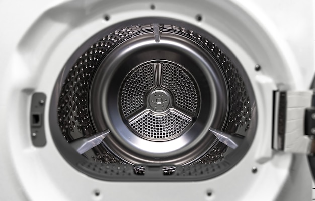 Máquina de lavar e secar roupa dentro da visão de um tambor.