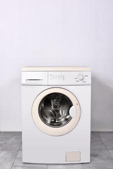 Máquina de lavar roupa em casa