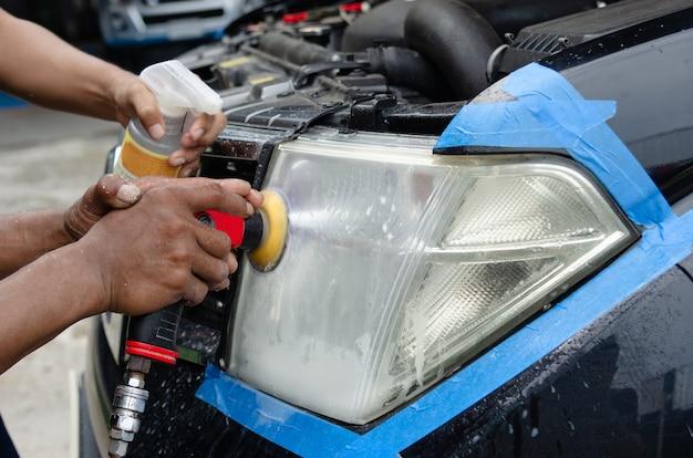Máquina de polir farol de carro na loja car care