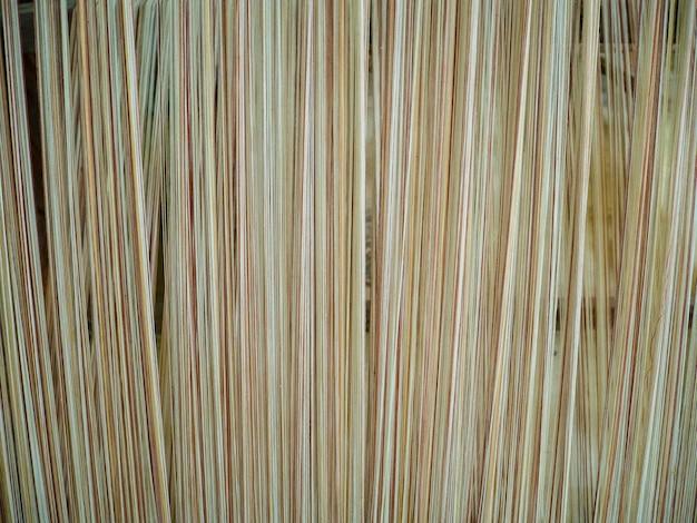 Máquina de tecelagem antiga de tailândia. tecelagem de seda e algodão